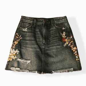 Abercrombie and Fitch Floral Embroidered Skirt